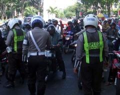 polisi4B PENILANGAN MASAL BERUJUNG UANG